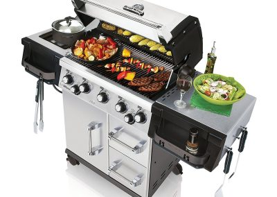 Broil King 958844 Imperial 590 Liquid Propane Barbecue Grill 1