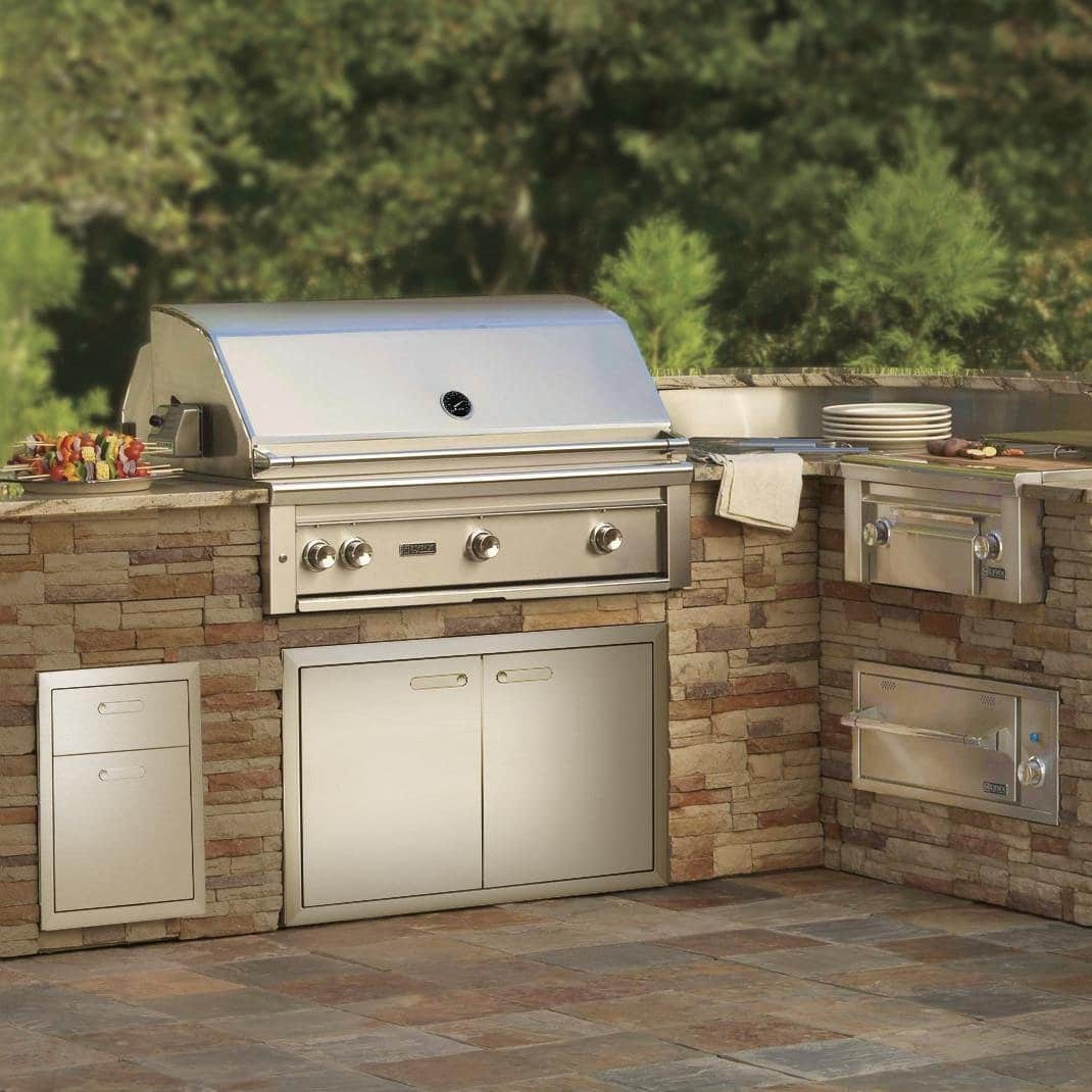 Outdoor Kitchens With Built In Gas Grills Are A Great Way To Share Quality Time Those You Love Even Casual Grillers Should Think About Investing